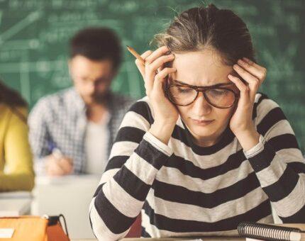 چرا فراگیران دوره های آموزشی آن لاین (الکترونیک) را نیمه تمام رها می کنند؟